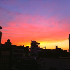 2012/06/30 Photo Diary: Sunset  It was so beautiful sunset color at Tokyo.  今週ある日の日の入り、 この時期の夕方は、こんな感じだったかと思うくらい、 それはキレイな色でした。  2012/06/30 Photo Diary  from iPhone