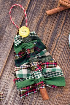 Easy Christmas Ornaments, Fabric Christmas Trees, Christmas Ornament Crafts, Christmas Crafts For Kids, Xmas Crafts, Craft Stick Crafts, Christmas Diy, Ornaments Ideas, Fabric Christmas Ornaments