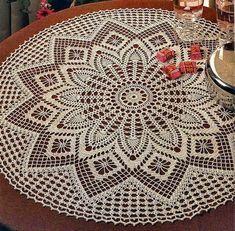 Round Table Cloth free crochet pattern and diagram on Crochet Art at… Crochet Dollies, Crochet Art, Crochet Home, Thread Crochet, Crochet Round, Crochet Quilt, Crochet Tablecloth Pattern, Crochet Doily Diagram, Filet Crochet