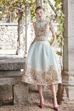What a lovely dress! Lovely Dresses, Elegant Dresses, Casual Dresses, Short Dresses, Fashion Dresses, Flower Girl Dresses, Couture Mode, Couture Fashion, Fashion 2017