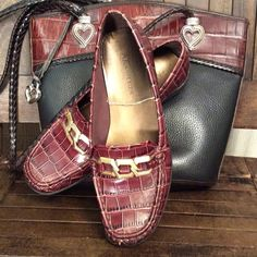 Anne Klein alligator inspired flats. Very pretty, excellent condition. Brown leather with rubber sole. Cute gold buckle accent. Anne Klein Shoes Flats & Loafers
