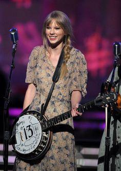 Her doodled banjo is soooo cute just like her😍