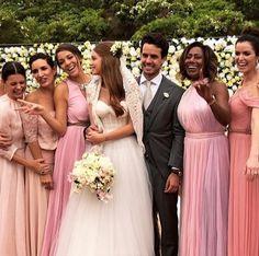 Madrinhas de Marina Ruy Barbosa se vestiram em diferentes tons de rosa millennials