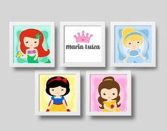 Veja nosso novo produto Princesas Disney - versão cute - Kit quadrinhos com moldura! Se gostar, pode nos ajudar pinando-o em algum de seus painéis :) Disney Rooms, Princesa Disney, Aesthetic Room Decor, Poster Wall, Kids Bedroom, Free Printables, Concept, Frame, Party