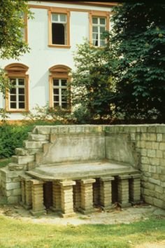 """The remains of Roman bathing culture can be marvelled at near to Schillerplatz. A hypocaust (from the Greek hypokauston = """"burn from beneath"""") is an ancient floor-heating system. In it, the - often richly decorated - floor was supported by small pillars."""