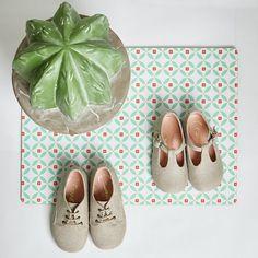 Nos encantan los zapatos de lino, para las ceremonias de Primavera Verano, son tan cómodos como originales #zapatosdeniño #zapatosdearrasniños #zapatoslino #zapatoscordon #pepitos #arras