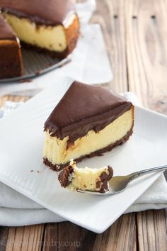 This Nanaimo Cheesecake is a variation of the Nanaimo Bar in cheesecake form. Chocolate walnut coconut crust, vanilla custard cheesecake, and a chocolate ganache topping. No Bake Desserts, Just Desserts, Delicious Desserts, Gourmet Desserts, Plated Desserts, Cupcakes, Cupcake Cakes, Sweet Recipes, Cake Recipes
