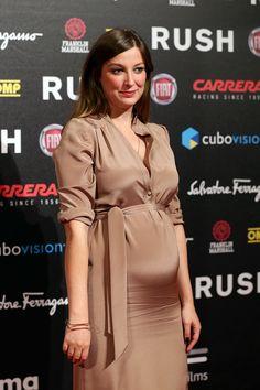 Alexandra Maria Lara attends the movie Rome premiere Alexandra Maria Lara, Pregnant Celebrities, German Women, Carrera, Actors & Actresses, Peplum Dress, Beauty, Sirens, Beautiful