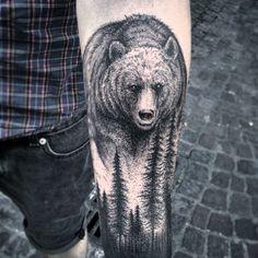 """Tatuagem feita por <a href=""""http://instagram.com/taiomvct"""">@taiomvct</a>! Olha só que real esse urso. Chega a dar um pouco de medo né?"""