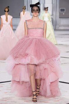 Giambattista Valli Parigi - Haute Couture Spring Summer 2015 - Shows - Vogue. Couture Week, Style Couture, Spring Couture, Couture Fashion, Runway Fashion, Fashion Show, Fashion Design, Paris Fashion, Patricia Kelly