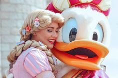 rapunzel and donald Disney Trips, Disney Parks, Disney Pixar, Rapunzel Wig, Universal Parks, 85th Birthday, Disney Cosplay, Cartoon Movies, Disney Princesses