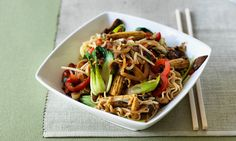 Chow mein simply means 'fried noodles'. This quick and easy dish is tasty, filling, cheap and nutritious. Diabetic Meals, Healthy Eating Recipes, Healthy Food, Lamb Pasta, Healthy Balanced Diet, Easy Pasta Dishes, Vegetable Noodles, Macro Meals, Uk Recipes