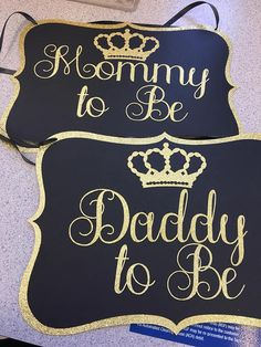 Prince theme baby shower chair sign for Mom and Dad to be. Baby Shower Snacks, Baby Shower Cakes For Boys, Baby Shower Fun, Baby Shower Welcome Sign, Baby Shower Signs, Royal Baby Showers, Summer Baby Showers, Baby Shower Chair, Baby Shower Cake Decorations