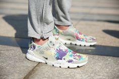 low priced 6dbfc 3fdb6 Girl WMNS Nike Sock Dart lightning Print MultiColor White Floral On Feet  Wholesale Socks, Sneaker