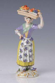 Porzellanfigur, Meissen, um 1880, Obstverkäuferin aus dem Crie de Paris, Entwurf Kaendler, feine bunte Bemalung, Rocaillensockel mit Goldstaffage, H.ca. 15 cm,min. an den Blättchen bestossen, lila Malermarke 56