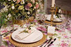 Country style para La Masía de las Estrellas. Flowers centerpiece and decoration details. Centro floral y detalles de mesa como bajo platos, atillo de flor, marca sitios. Www.eljardindemamaana.com Www.facebook.com/eljardindemamaana.com
