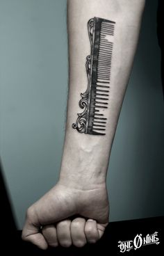 Comb Tattoo by One O Nine (most of these cosmetology tattoos I find tacky but this I really like . not necessarily for me but in general) Cosmetology Tattoos, Hairdresser Tattoos, Hairstylist Tattoos, Cosmetologist Tattoo, Future Tattoos, New Tattoos, Body Art Tattoos, Shear Tattoos, Tatoos