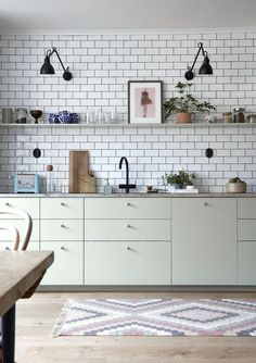 """For a small kitchen """"spacious"""" it is above all a kitchen layout I or U kitchen layout according to the configuration of the space. Rustic Kitchen, Kitchen Dining, Kitchen Decor, Kitchen Remodel Cost, Kitchen Models, Scandinavian Kitchen, Cuisines Design, Traditional Kitchen, Interior Design Kitchen"""