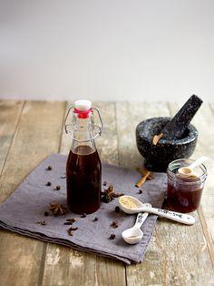Perníčkovo-karamelový sirup V60 Coffee, Homemade Gifts, Coffee Maker, Smoothie, Kitchen Appliances, Health, Food, Fresh, Syrup