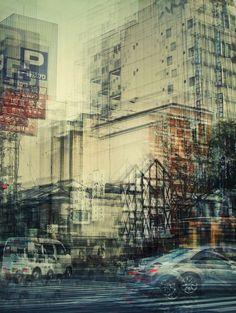 La photographe allemande Stephanie Jung a fait une série de photos en exposition multiple de plusieurs villes du Japon. Plusieurs images du même endroit mais à des lapses de temps différents s'intriquent pour dévoiler le mouvement urbain poétique de ce pays, avec ses belles lumières nocturnes.