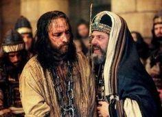 Responsório (Sl 21)  — Meu Deus, meu Deus, por que me abandonastes?  — Meu Deus, meu Deus, por que me abandonastes?  — Riem de mim todos aqueles que me veem, torcem os lábios e sacodem a cabeça: 'Ao Senhor se confiou, ele o liberte e agora o salve, se é verdade que ele o ama!'.  — Cães numerosos me rodeiam furiosos, e por um bando de malvados fui cercado.Transpassaram minhas mãos e os meus pés e eu posso contar todos os meus ossos. Eis que me olham e, ao ver-me, se deleitam!  —Eles repartem…