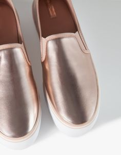 Stradivarius Slip on  metalizado