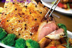 1. Gà Tây    Gà tây hay còn được gọi là Turkey là món ăn phổ biến của người dân nước Anh mỗi dịp Giáng sinh. Nó trở thành món ăn truyền thống vào ngày Giáng sinh của nhiều quốc gia trên thế giới. Cùng gia đình và bạn bè thưởng thức...