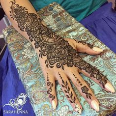 Mehndi is an important part of every Muslim woman& eid look adding to the beauty and grace of hands and feet. If you havent yet finalized your eid mehndi design then I bring to you some of the latest henna patterns to try out this year for bakra eid. Wedding Henna Designs, Arabic Henna Designs, Indian Mehndi Designs, Mehndi Designs 2018, Mehndi Designs For Girls, Mehndi Design Pictures, Unique Mehndi Designs, Beautiful Mehndi Design, Henna Tattoo Designs