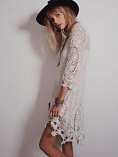 Free People Mi Amore Lace Dress - Floral crochet dress with bell-sleeves. Scoop neckline in front. Comes with slip dress underneath. Bohemian Mode, Bohemian Style, Boho Chic, Dresses For Sale, Cute Dresses, Ivory Dresses, Casual Dresses, Free People Lace Dress, Gypsy