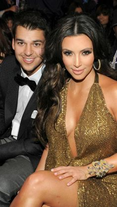 Rob Kardashian has yet to make an appearance on the new season of E!'s 'Keeping Up With The Kardashians,' but he had a few words about show star and his sister Kim Kardashian. Familia Kardashian, Kim Kardashian Kanye West, Robert Kardashian, Kardashian Family, Kardashian Photos, Kardashian Style, Kardashian Jenner, Kourtney Kardashian, Kardashian Girls