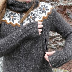 Gamlalón is a little Icelandic yoke cropped sweater, very fine and ultralight, knitted with the soft Icelandic lambswool yarn Gilitrutt. Knitting Charts, Knitting Patterns Free, Hand Knitting, Ravelry, Icelandic Sweaters, Knit In The Round, Fair Isle Knitting, Knitted Bags, Outdoor Outfit