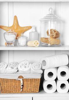 Veja dicas de como reutilizar potes e outros materiais para deixar tudo em ordem no banheiro!