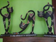 Risultati immagini per gatos en puntillismo Cat Crafts, Diy And Crafts, Arts And Crafts, Cat Silhouette Tattoos, Deco Paint, Mosaic Madness, Concrete Art, Decoration Originale, Mosaic Diy