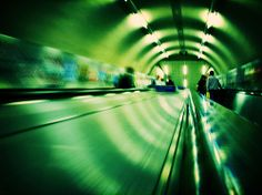 Underground in London.  If you are interested in this picture, please contact me, or buy a print here, but do not use my photographs withtout my consent, thanks.  Si te interesa esta fotografía, contacta conmigo, o compra una impresión aquí, pero por . awsome i love it loooo. here yo can gt DISCOUNT TO VISIT LONDON: visitarlondon.blogspot.com