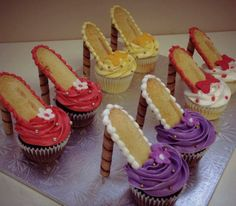 Shoe Cupcakes - awesome!  Sweet Art by Elizabeth