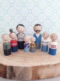 Peg doll family. Houten kegelpoppetjes gezin. Gemaakt door Poppenhuisenmeer.