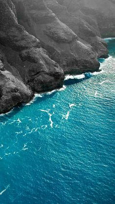 Sea breaking on a steep Basalt slope (hardened lava) Possibly the Big Island, Hawaii. Drone Photography of ocean & beach view Beach Phone Wallpaper, Handy Wallpaper, Background Hd Wallpaper, Nature Wallpaper, Wallpaper Backgrounds, Cityscape Photography, Aerial Photography, Landscape Photography, Nature Photography
