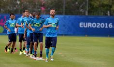 """Daniele De Rossi of Italy (C) in action during the training session at """"Bernard Gasset"""" Training Center on June 10, 2016 in Montpellier, France."""