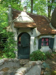 Efteling theme park in the Netherlands knibbel=knabbel=knuisje. Hansel Y Gretel, Legends And Myths, Storybook Cottage, Fantasy Places, Fairy Houses, The Good Place, Places To Visit, Around The Worlds, Kid Playhouse