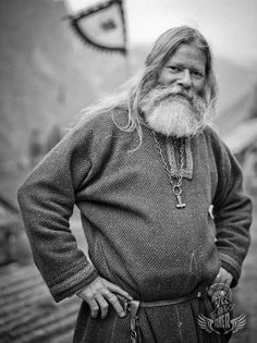 I can see my man in simple, good quality woolen garb like this. Now to get him to grow his beard back. Gudvangen Viking portrait by Fjords. Viking Garb, Viking Men, Viking Warrior, Norwegian Vikings, Viking Culture, Medieval Fantasy, Medieval Town, Norse Vikings, Anglo Saxon