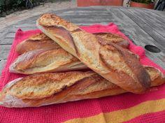 Voila plusieurs années que je fais mon pain et j'ai eut l'occasion d'expérimenter plusieurs techniques : levain liquide, poolish, autolyse, etc. Pourtant, même si le résultat est en général excellent, je n'arrivais jamais a avoir une mie bien alvéolée....