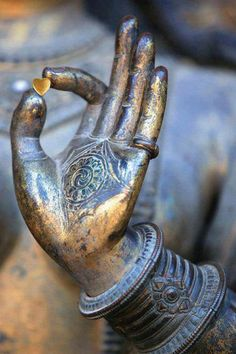 """The Gyan Mudra (or position of the hand; """"seal"""" in Sanskrit) is one of the most popularly practiced mudras because of its healing and calming effects. It is known to energize the nervous system while bringing peace, calm, and spiritual awareness. Little Buddha, Bulletins, Qigong, Yoga Meditation, Buddhist Meditation, Meditation Space, Meditation Quotes, Kundalini Yoga, Inner Peace"""