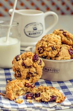 Healthy Biscuits, Cake Recipes, Dessert Recipes, Good Food, Yummy Food, Raw Food Diet, Raw Desserts, Raw Vegan Recipes, Biscuit Recipe