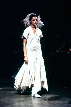 See the complete Comme des Garçons Spring 1998 Ready-to-Wear collection.