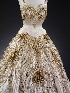 Spring/summer 1957 - The Flowers of the Fields of France - Hartnell, Norman - Duchesse satin, embroidered with pearls, beads, brilliants, and gold thread