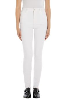 Buy Carolina Super High-Rise Skinny in Blanc from J Brand. Style your wardrobe with this skinny high rise fit, available in a variety of denim washes. Best White Jeans, The Chic, Feeling Great, Body Shapes, Jeans Style, Cool Style, Marrakesh, Hot, Restaurants