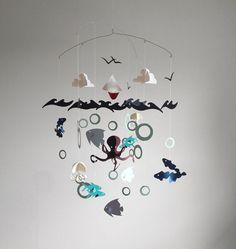 Voilier sur l'océan ouvert, mer - Mobile de bébé sur le thème papier