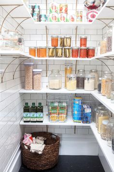 6 Tips For Open Shelf Organization | via Oh Happy Day  #DIY #Home #Garden #doityourself #instruction #instuctions #building #design #designs #instruction #idea #ideas #hobby