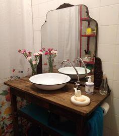 """- Erika Karpuk. Ektube (@erikakarpuk) no Instagram: """"E o espelho ficou perfeito aqui no banheiro da #casadaErika  #desconstruindoaperfeição e…"""""""