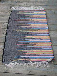 Handmade Rugs Ideas Diy Decorating - Rug making Diy Carpet, Rugs On Carpet, Carpet Ideas, Loom Weaving, Hand Weaving, Painting Carpet, Rug Texture, Ideias Diy, Braided Rugs